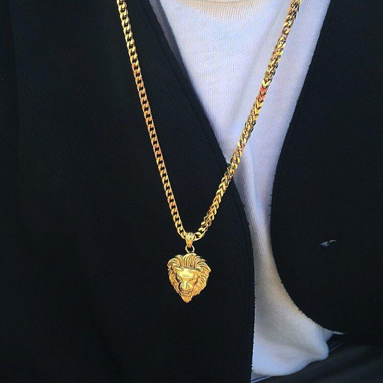 A Close Look At The Men's Gold Necklace Trending In The Market
